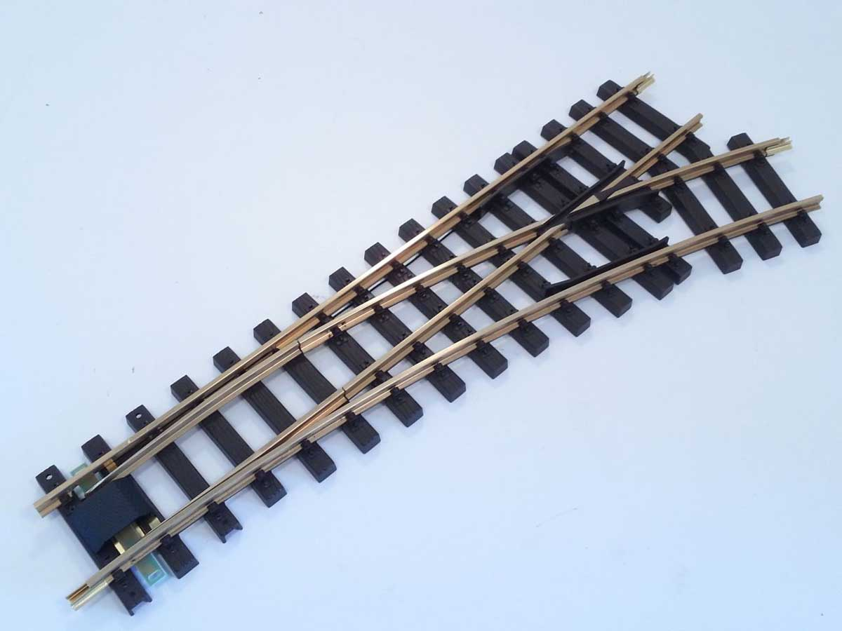 Train Line 1021262  - Messing Elektro/DCC-Weiche 120cm rechts